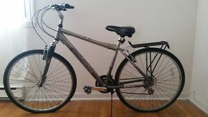 Schwinn 700 cc Men's Hydra Hybrid Bike