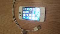 Iphone 4s blanc 16 gb   Bell / Virgin / Solo Mobile