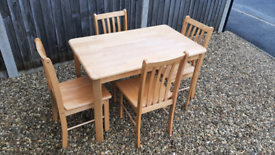 Solid Wood Dining Room Table and Chairs Very Good Condition
