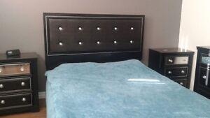 Set de chambre (base, bureau, miroir, tables de chevet)