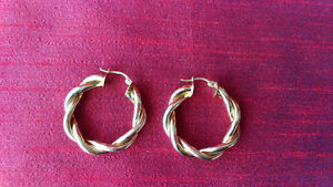 Gold Plated Earrings Kitchener / Waterloo Kitchener Area image 1