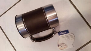 BRAND NEW NEVER USED DOUBLE WALL INSULATED TRAVEL MUG -$8