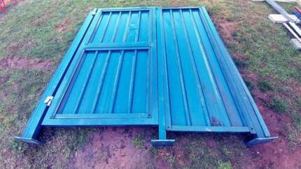 Gate colorbond and side panel fence - Commerical 2.5m high