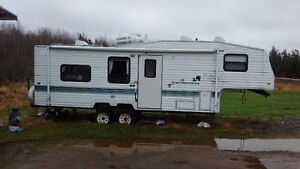 1995 27 Foot Fifth wheel camper for sale