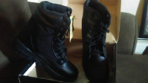 Sz 9 brand new mens a Police boots