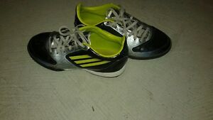 Boys Adidas indoor soccer cleats Kitchener / Waterloo Kitchener Area image 2