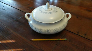 Royal Doulton Angelique bowl and lid