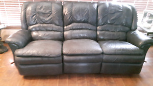 NAVY BLUE LEATHER RECLINING SOFA AND BLUE RECLINING CHAIR