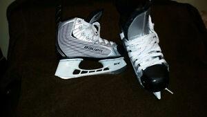 Bauer 22 Tuuk Bouys Y13 Skates Windsor Region Ontario image 2