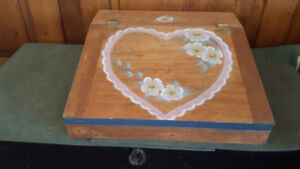 BEAUTIFUL PAINTED HEART AND FLOWERS WOODEN LAP DESK