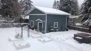 Guesthouse in Sicamous, Sledders welcome!