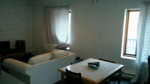 Room to rent in 4 1/2 Located in east downtown/gay village