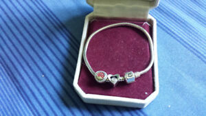 BRAND NEW CHAMILIA BRACELET WITH 2 CHARMS