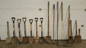 Garden Tools (4 Short spades and a hoe)