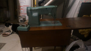 Singer Sewing Machine , Wood Stand /Wood Bench