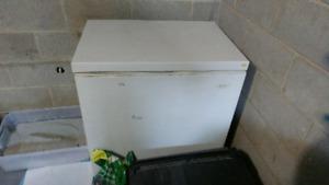 5.5 c.u ft. Upright chest freezer