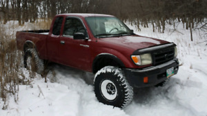 Wanted. Toyota tacoma or pickup 4x4
