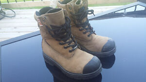 Size 4 work boot (fit woman's 6.5/7)