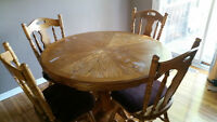 Solid oak 5-piece dining set, round or oval with 2 leafs