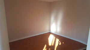 Bachelor apartment in Uptown Waterloo / March - April