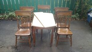 ANTIQUE DINING TABLE + 5 CHAIRS