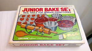 Vintage Fox Run Junior Bake Set