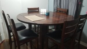 Modern Solid wood dining table set- 6 Chairs- Excellent conditio