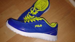 FILA Womens sneakers Sz 8