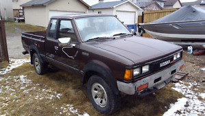 1984 Nissan 720 Kingcab Pickup truck 4x4 4cyl manual $1500obo