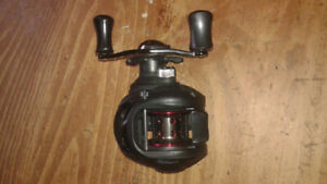 Fishing reel :  Shakespeare BaitCaster mint condition.