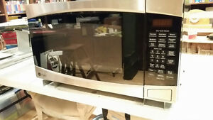 Four a micro-ondes / Microwave oven
