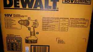 "Dewalt 18V 1/2"" Compact Drill/Driver Kit London Ontario image 4"