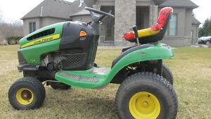 JOHN DEERE MDL 125 LAWN TRACTOR WITH MANUALS