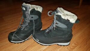 WOMEN'S North Face CHILKAT 400 BOOTS | Size 8.5 | $100