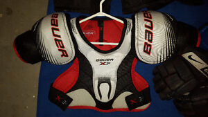 junior hockey chest protector,gloves & skates