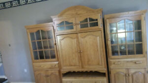 *** SOLID Oak Mennonite built  mint condition wallunit