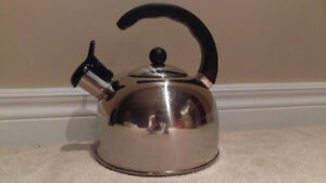 BRAND NEW Stainless Steel Whistling Kettle 2 L Litres