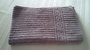 7 Greek Style White Modern Towels - for sale ! Kitchener / Waterloo Kitchener Area image 5