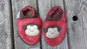 Robeez monkey slippers  size 6-12 m
