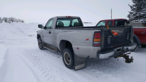 20O2 CHEVY 3500 REGULAR CAB DUALLY