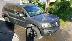 Great condition Mitsubishi Endeavor AWD, cold AC, remote starter