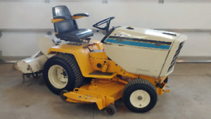 Tracteur À Gazon Cub Cadet 1989 modèle 1811.