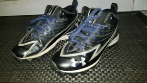Under armour 5y cleats 15$obo