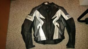 Womens XL Leather Jacket in excellent condition !