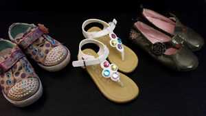 Toddler shoes / sneakers / sandals