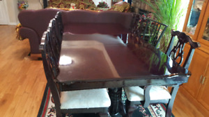 dinning table and 6 chairs good condition.