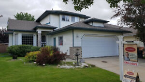 AMAZING FAMILY HOME in Heritage Hills, Sherwood Park!