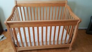 Baby crib decent condition - make an offer / fait un offre