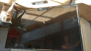 42' LED Flatscreen . Mint - RLDED4215A