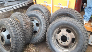 6 DODGE DUALLY WHEELS WITH LT265/70R17